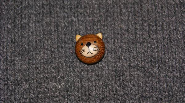 Katzenkopf im Holz